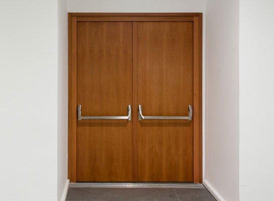 çift kanatlı akustik ahşap kapı